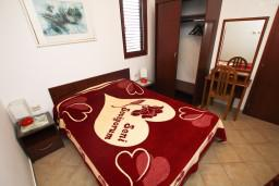 Спальня. Будванская ривьера, Черногория, Каменово : Апартамент с отдельной спальней, с террасой с видом на море