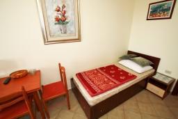 Гостиная. Будванская ривьера, Черногория, Каменово : Апартамент с отдельной спальней, с террасой с видом на море