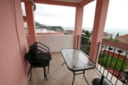 Терраса. Будванская ривьера, Черногория, Каменово : Апартамент с отдельной спальней, с террасой с видом на море