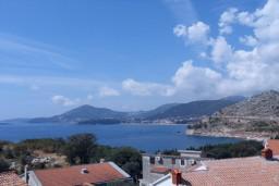 Вид на море. Будванская ривьера, Черногория, Каменово : Апартамент с отдельной спальней, с террасой с видом на море