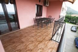 Терраса. Будванская ривьера, Черногория, Каменово : Люкс апартамент на 4-7 персоны, с 2 спальнями и балконом с видом на море
