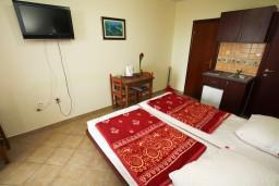 Студия (гостиная+кухня). Будванская ривьера, Черногория, Каменово : Студия с балконом видом на море