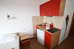 Студия (гостиная+кухня). Будванская ривьера, Черногория, Каменово : Студия 24м2 с балконом с видом на море
