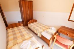 Спальня. Бечичи, Черногория, Бечичи : Апартаменты с террасой с видом на море