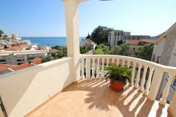 Балкон. Будванская ривьера, Черногория, Бечичи : Апартаменты с террасой с видом на море