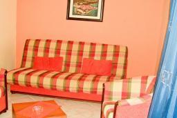 Гостиная. Бечичи, Черногория, Бечичи : Апартамент с видом на море в Бечичи