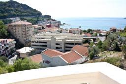 Вид на море. Будванская ривьера, Черногория, Бечичи : Апартамент с видом на море в Бечичи