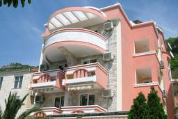 Фасад дома. Koral 3* в Будве
