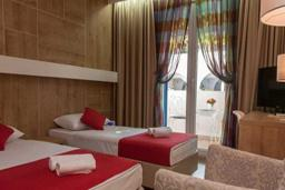 Спальня. Бечичи, Черногория, Будва : Стандартный номер с балконом  4*