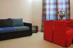 Гостиная. Бечичи, Черногория, Будва : Апартамент с балконом 3*