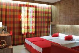 Спальня. Бечичи, Черногория, Будва : Апартамент с балконом 3*