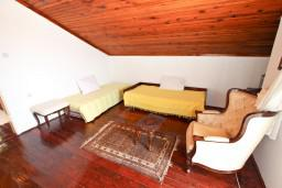 Гостиная. Бечичи, Черногория, Бечичи : Апартаменты с отдельной спальней и с видом на море