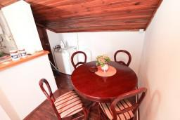 Обеденная зона. Бечичи, Черногория, Бечичи : Апартаменты с отдельной спальней и с видом на море