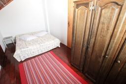 Спальня. Бечичи, Черногория, Бечичи : Апартаменты с отдельной спальней и с видом на море
