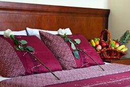Спальня. Бечичи, Черногория, Бечичи : Двухместный номер с балконом