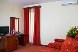 Гостиная. Бечичи, Черногория, Бечичи : Полулюкс с балконом