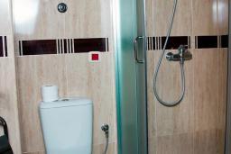 Ванная комната. Бечичи, Черногория, Бечичи : Полулюкс с балконом