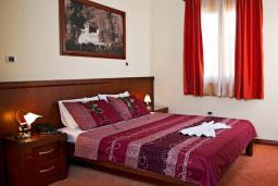 Спальня. Бечичи, Черногория, Бечичи : Полулюкс с балконом
