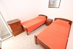 Спальня 2. Будванская ривьера, Черногория, Петровац : Апартаменты на 4+1 персон, 2 спальни, с видом на море