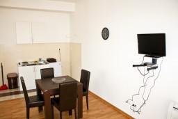 Кухня. Рафаиловичи, Черногория, Рафаиловичи : Апартамент для 5 человек, 2 отдельных спальни, 50 метров до пляжа
