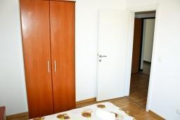 Спальня. Рафаиловичи, Черногория, Рафаиловичи : Апартамент для 5 человек, 2 отдельных спальни, 50 метров до пляжа