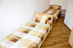 Спальня 2. Рафаиловичи, Черногория, Рафаиловичи : Апартамент для 5 человек, 2 отдельных спальни, 50 метров до пляжа