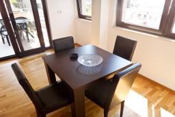 Гостиная. Рафаиловичи, Черногория, Рафаиловичи : Апартамент для 5 человек, 2 отдельных спальни, с балконом видом на море, 50 метров до пляжа