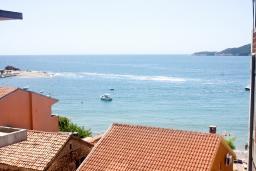 Вид на море. Рафаиловичи, Черногория, Рафаиловичи : Апартамент для 5 человек, 2 отдельных спальни, с балконом видом на море, 50 метров до пляжа