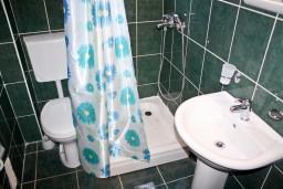 Ванная комната. Бечичи, Черногория, Бечичи : Студия в Бечичи в 300 метрах от моря