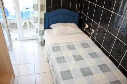 Студия (гостиная+кухня). Бечичи, Черногория, Бечичи : Уютная студия в 300 метрах от моря
