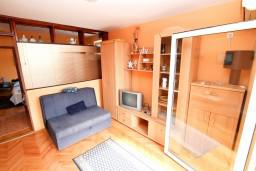 Гостиная. Будванская ривьера, Черногория, Петровац : Апартамент с отдельной спальней, с видом на море