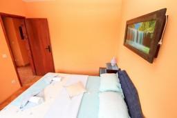 Спальня. Будванская ривьера, Черногория, Петровац : Апартамент с отдельной спальней, с видом на море