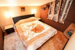 Спальня 2. Будванская ривьера, Черногория, Петровац : Апартамент для 4-5 человек, 2 отдельные спальни, с видом на море