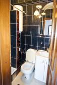 Ванная комната. Будванская ривьера, Черногория, Рафаиловичи : Студия с балконом в 5 метрах от моря