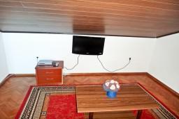 Студия (гостиная+кухня). Будванская ривьера, Черногория, Рафаиловичи : Студия с балконом с видом на море возле пляжа