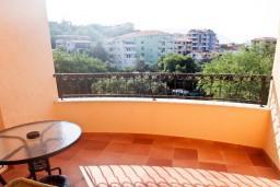 Балкон. Бечичи, Черногория, Бечичи : Студия с балконом с видом на море на вилле с бассейном