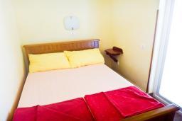 Спальня. Бечичи, Черногория, Бечичи : Апартамент с отдельной спальней в Бечичи на вилле с бассейном