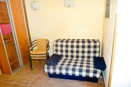 Гостиная. Бечичи, Черногория, Бечичи : Апартамент с отдельной спальней в Бечичи на вилле с бассейном