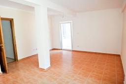 Трехкомнатная квартира, 2 отдельных спальни, с балконом с шикарным видом на море в Будве