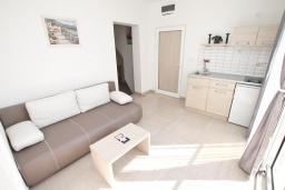 Гостиная. Рафаиловичи, Черногория, Рафаиловичи : Апартамент 2 спальни на берегу Рафаиловичей
