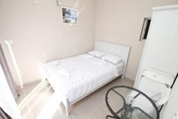 Спальня. Рафаиловичи, Черногория, Рафаиловичи : Апартамент 2 спальни на берегу Рафаиловичей