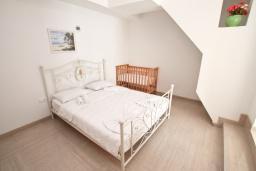 Спальня 2. Рафаиловичи, Черногория, Рафаиловичи : Апартамент 2 спальни на берегу Рафаиловичей