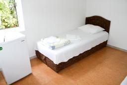 Рафаиловичи, Черногория, Рафаиловичи : Комната для 2 человек, с кондиционером, 50 метров до пляжа