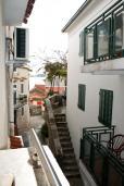 Рафаиловичи, Черногория, Рафаиловичи : Комната для 3 человек, с кондиционером, 50 метров до пляжа