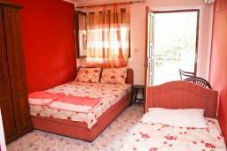 Студия (гостиная+кухня). Рафаиловичи, Черногория, Рафаиловичи : Студия с балконом в 120 метрах от моря