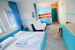 Студия (гостиная+кухня). Рафаиловичи, Черногория, Рафаиловичи : Уютная студия в 10 метрах от моря