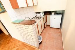 Кухня. Рафаиловичи, Черногория, Рафаиловичи : Просторная студия в 200 метрах от моря