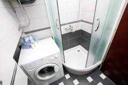 Ванная комната. Рафаиловичи, Черногория, Рафаиловичи : Просторная студия в 200 метрах от моря