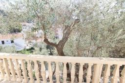 Вид. Будванская ривьера, Черногория, Рафаиловичи : Апартамент с отдельной спальней в 200 метрах от моря