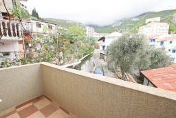 Балкон. Будванская ривьера, Черногория, Рафаиловичи : Апартамент в Рафаиловичи с отдельной спальней, с балконом